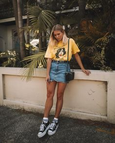 38 ideas of festival looks for Lollapalooza 2019 - Bruna Coletti 38 ideias de looks de festival para o Lollapalooza 2019 38 ideas of looks Lollapalooza 2019 Brazil to inspire ♥. Street Style Outfits, Street Style Trends, Mode Outfits, Casual Outfits, Fashion Outfits, Denim Outfits, Jean Skirt Outfits, Jean Skirts, Trendy Fashion