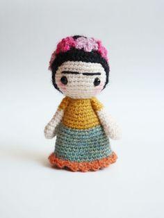 Muñeca de amigurumi lindo bolsillo Frida Kahlo. por plushteam