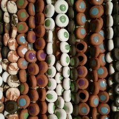 Pozen.. %100 toprak ve el yapimi.. sirla renklendirilmis taki tasarim urunleri..