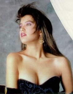 Phoebe Cates Pictures - Rotten Tomatoes