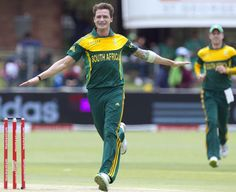 Dale Steyn struck twice with the new ball, South Africa v Pakistan, 2nd ODI, Port Elizabeth, November 27, 2013