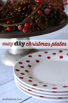 Darling and super easy to make DIY Christmas Plates.and they cost only a… All Things Christmas, Holiday Fun, Christmas Holidays, Festive, Christmas 2019, Christmas Decor, Merry Christmas, Santa Crafts, Holiday Crafts
