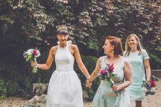 Hermione Harbutt bride Liz and her bridesmaids in aqua dresses.