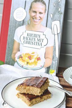"""Rezept für Zucchinikuchen mit Schokoglasur und eine Backbuchrezension """"Kuchen backen mit Christina""""! Waffles, Food And Drink, Breakfast, Judo, Sally, Food, Boss, Chocolate Zucchini Cakes, Sheet Cakes"""