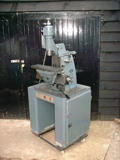 Used Milling Machines For Sale - Anglo-Swiss Tools Milling Machine, Machine Tools, Metal Working Machines, Metal Mill, Tool Room, Antique Sewing Machines, Cardboard Furniture, Metal Projects