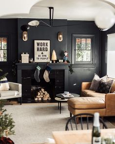 44 Fascinating Black Living Room Designs Ideas That Never Go Out Of Fashion ~ Dark Living Rooms, Home Interior, Interior Design Living Room, Living Room Designs, Black Living Room Paint, Modern Living, Barn Living, Cozy Living, Simple Living