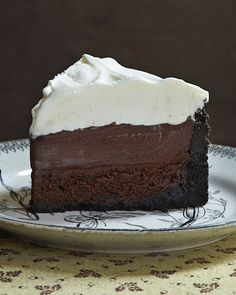 Mississippi Mud Pie {aka Muddy Mississippi Cake} Recipe ~ Layers of crumbly cookie crust, rich chocolate cake, and creamy pudding make this Mississippi mud pie the ultimate indulgence for chocolate lovers.