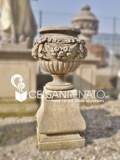 Urn carved in Vicenza stone, with fruits festoons ||  Vaso in pietra di Vicenza decorato con festoni di frutta  To find out more, visit our website!