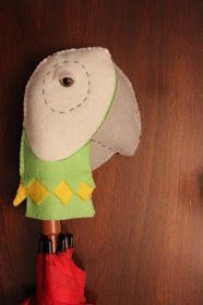 Clearwater Cottage: How to Make a Mary Poppins' Hat and Bird Umbrella Mary Poppins Halloween Costume, Disney Halloween, Halloween Costumes, Mary Poppins Hat, Mary Poppins Musical, Run Disney Costumes, Running Costumes, World Book Day Ideas, Bird Puppet