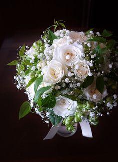 #james-tei#novarese#vressetrose#wedding #white #round #bouquet #clutchbouquet #natural#flower #bridal#ジェームス邸#ノバレーゼ#ブレスエットロゼ#ウエディング# ホワイト#グリーン#シンプル #クラッチ# ブーケ# ナチュラル#小花#ナチュラル#ブライダル#結婚式#ブレスエットロゼ神戸#バラ#カスミ草
