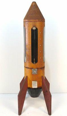 1960's VINTAGE ATOMIC ROCKETSHIP GUMBALL MACHINE : Lot 713 Vintage Tools, Vintage Games, Vendor Machine, Retro Robot, Steel Sculpture, Gumball Machine, Retro Futuristic, Tin Toys, Rocket Ships