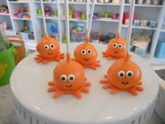 Cute cake pops for finding nemo party
