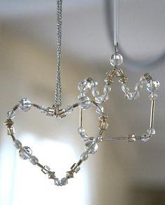Askartele suloisia helmikoristeita joulukuuseen tai lahjaksi.