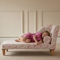 Chaise Longue for tired little legs!