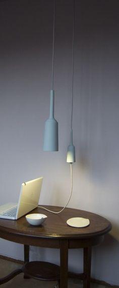 Geen stopcontact bedacht en toch wil je je laptop aansluiten? Kijk of je via de stroom van een hanglamp ook een hangend stopcontact aan kan sluiten!