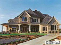 I like the combination of stucco and stone exterior