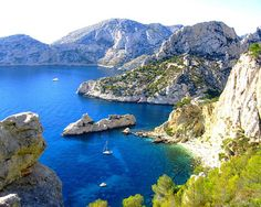 Discover some of the most naturally beautiful features of France when you visit the breathtaking Calanques in Marseille and Cassis. Places To Travel, Places To See, Travel Destinations, Places Around The World, Around The Worlds, Montecarlo Monaco, Ville France, Parc National, French Countryside