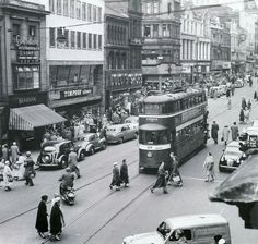Briggate Leeds 1957. From Leeds Back in The Day Facebook page. Beeston Leeds, Leeds City, Yorkshire England, West Yorkshire, Old Pictures, Old Photos, Vintage Photos, Public Transport, Back In The Day
