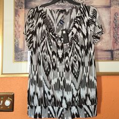 Black and white print tunic Nice tunic Carole Little Tops Tunics
