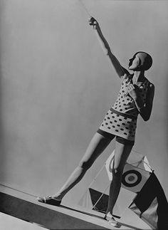 GEORGE HOYNINGEN-HUENE    EXHIBITION: PHOTOGRAPHS     Mlle Katkoff, Swimwear by Lanvin, 1928    20 x 16 Platinum Palladium on 24 x 20 Paper, Ed. 27