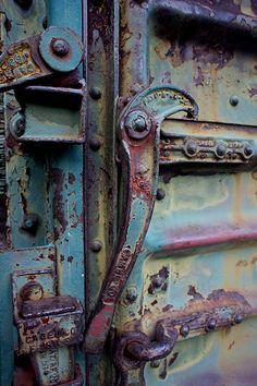 Metal door and hook. incredible patina and color. Weathered materials where… Wabi Sabi, Rust Never Sleeps, Rust In Peace, Knobs And Knockers, Door Knobs, Peeling Paint, Rusty Metal, Old Doors, Textures Patterns