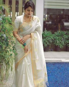 Indian Fashion Dresses, Indian Designer Outfits, Indian Outfits, Fashion Blouses, Fancy Blouse Designs, Bridal Blouse Designs, Kerala Saree Blouse Designs, Set Saree, Sari Design