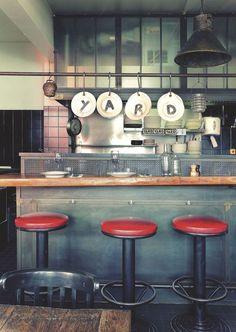 PARIS LE YARD: Ambiance Brooklyn dans ce restaurant Vintage Industrial, Industrial Design, Industrial Decorating, Paris, Espresso Machine, Coffee Maker, Kitchen Appliances, Brooklyn, Interior Design