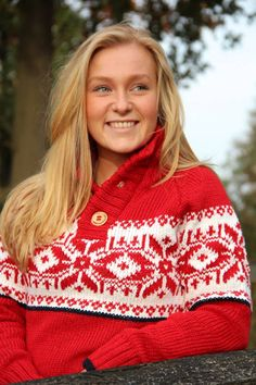Handmade in Portugal - Fair Fashion - Fair trade kleidung - Stay warm - With Original South - Knitted sweater / Pullover - supporting the Girl Effect.