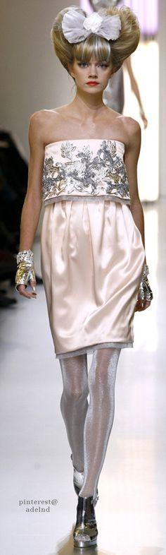 Chanel HC SS 2010 #ChanelCouture #ChanelPastelSilver #SpringSummer2010 Visit espritdegabrielle.com | L'héritage de Coco Chanel #espritdegabrielle