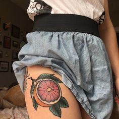 Post with 0 votes and 167800 views Grapefruit by Matt McDermott while he was guest spotting at til' death in Portland ME - Knee Tattoo, Leg Tattoos, Body Art Tattoos, I Tattoo, Sleeve Tattoos, Cool Tattoos, Tatoos, Piercings, Piercing Tattoo