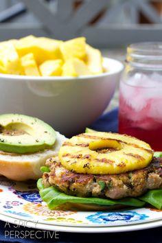 Burger de thon avec de l'ananas grillé / Ahi Tuna Burgers with Grilled Pineapple