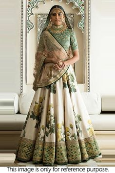 Find top trending and unique Sabyasachi Lehenga Designs for your dream bridal look. Best bridal lehenga designs by Sabyasachi for 2020 weddings. Lehenga Choli Designs, Floral Lehenga, Bridal Lehenga Choli, Sabyasachi Lehengas, Silk Lehenga, Green Lehenga, Indian Attire, Indian Ethnic Wear, Indian Dresses