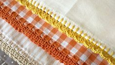 Whether it& festive crafts or romantic summer projects, Kate Eastwood& designs always give a pretty and charming edge! In this tutorial she& show you how to jazz up your tea towels, table cloths and pillow cases with pretty crocheting edging! Crochet Edging Tutorial, Crochet Edging Patterns, Crochet Lace Edging, Crochet Borders, Thread Crochet, Crochet Trim, Crochet Stitches, Filet Crochet, Crochet Edgings