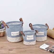Resultado de imagen para CESTA TELA CIRCULAR Fabric Storage Baskets, Fabric Boxes, Sewing Baskets, Rag Quilt Purse, Fabric Crafts, Sewing Crafts, Sacs Tote Bags, Fruit Gifts, Creative Box