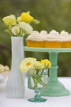 cupcakes with yellow flowers and aqua cake stand. Easy to make DIY table arrangements