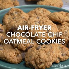 I am crazy about chocolate chips, and this chewy cookie has enough to satisfy me. My husband and kids love these cookies. Delicious Vegan Recipes, Yummy Food, Delicious Cookies, Gourmet Recipes, Cookie Desserts, Cookie Recipes, Oatmeal Chocolate Chip Cookies, Best Oatmeal, Air Fryer Recipes