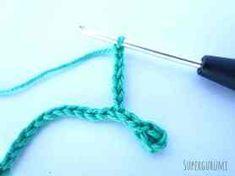 Amigurumi marque page Gecko crocheté - Supergurumi Crochet Bookmark Pattern, Crochet Bookmarks, Crochet Patterns, Crochet Ideas, Crochet Cozy, Crochet Amigurumi, N Animals, Crochet Tablecloth, Geckos