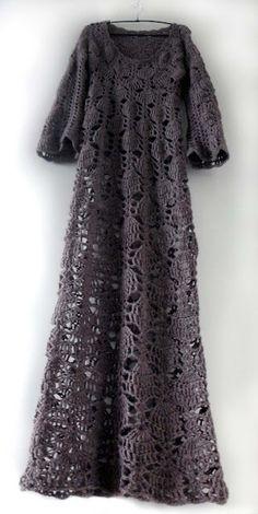 Crochet dress tut, oh my...  See also http://omakoppa.blogspot.fi/2011/03/taivaansinista.html