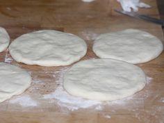 Placinta cu branza si spanac - Aluatul aplatizat Food And Drink, Cookies, Desserts, Crack Crackers, Tailgate Desserts, Deserts, Biscuits, Postres, Cookie Recipes
