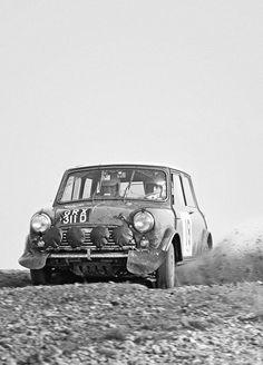 F&O Fabforgottennobility: Photo Old Mini Cooper, Mini Cooper Classic, Classic Mini, Mini Coopers, Vintage Sports Cars, Classic Sports Cars, Vintage Race Car, Classic Cars, Mini Morris