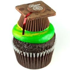 Adorable graduation hat cupcakes.