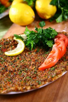 Lahmacun - The Turkish pizza Halal Recipes, Lebanese Recipes, Asian Recipes, Turkish Pizza Recipes, Portuguese Recipes, Middle Eastern Dishes, Middle Eastern Recipes, Simit Recipe, Turkish Breakfast