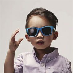 Protect your baby's vision with Milk & Soda's every-day retro wayfarer for toddlers from 1-3 yrs. Suitable to wear for outdoor activities. Good UV protection and medium sun glare reduction.