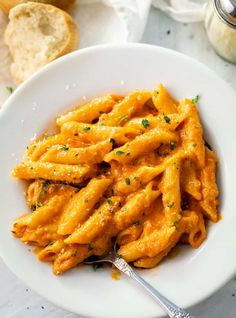 This classic penne alla vodka recipe has a perfect blend of creamy marinara sauce and just the right amount of vodka. It's easy to add chicken and makes a great freezer food! Seafood Pasta Recipes, Chicken Pasta Recipes, Easy Pasta Recipes, Quick Dinner Recipes, Pasta Meals, Penne A La Vodka Recipe, Vodka Recipes, Vodka Sauce, Healthy Pastas