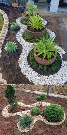 Most Creative Gardening Design Ideas - New ideas Front Yard Garden Design, Front Garden Landscape, Small Front Yard Landscaping, Rock Garden Design, Garden Yard Ideas, Garden Beds, Garden Projects, Backyard Landscaping, Landscape Design