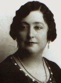 Escritora, con seudónimo  Colombine, Carmen de Burgos (1867-1932). La primera mujer española en ejercer como corresponsal de guerra en Marruecos