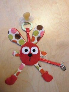 Accroche tétine lapin rouge  : Jeux, peluches, doudous par melomelie