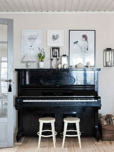 Everyone loves music, I mean almost everyone. Among so many musical instruments, the piano is one of the favorites. From little kids until grandma love to playing the piano. Give your home a warm v… Piano Living Rooms, Formal Living Rooms, Home Living Room, Piano Vertical, Piano Room Decor, The Piano, Painted Pianos, Black Piano, Home Decor Inspiration