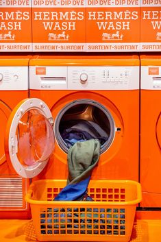 Hermès Laundromat Pop Up Shops - Hermes Silk Scarf Dyeing Pop Up Shop Hermes, Window Display Retail, Window Displays, Coin Laundry, Retail Store Design, Retail Stores, Warehouse Design, Visual Merchandising Displays, Make Do And Mend