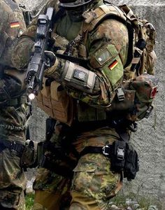 house-of-gnar:  German Bundeswehr SOF soldier. photo sourced from public domain